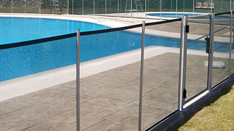 Pr sentation barri re piscine beethoven for Barriere amovible pour piscine