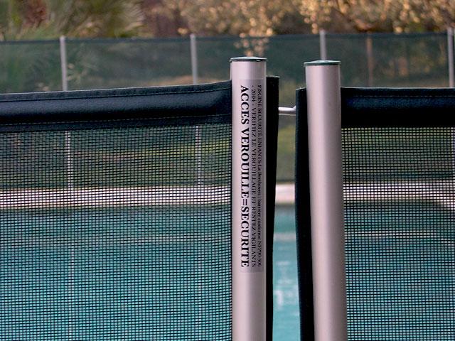 Accessoires barri re piscine beethoven s curit piscine for Accessoire piscine 16