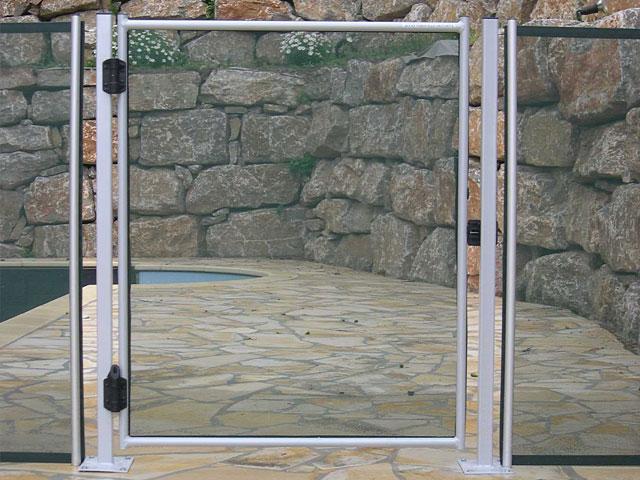 Guide d 39 installation barri re piscine beethoven for Portillon piscine