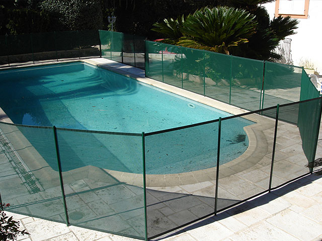 Photos et vid os barri re piscine beethoven s curit for Piscine barriere